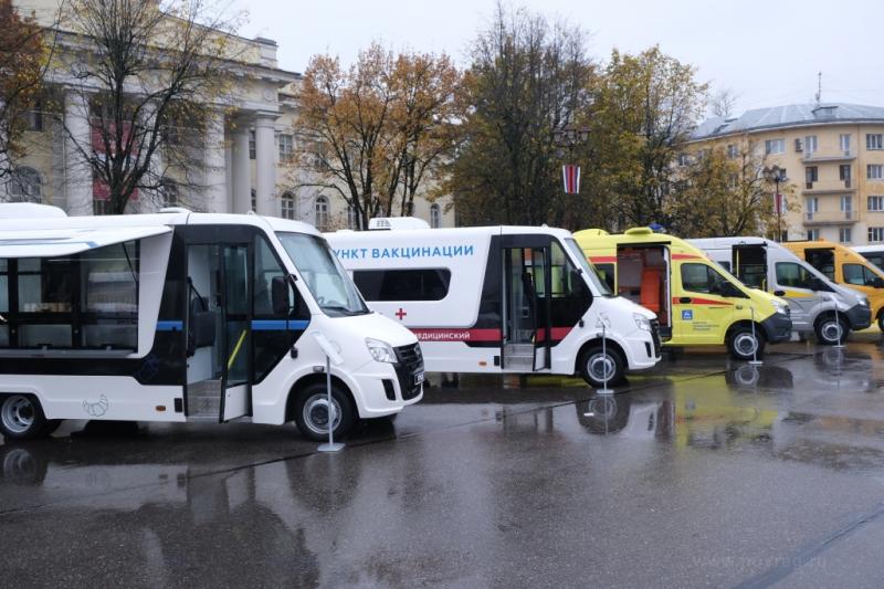 avtozavod-gaz-predstavil-segodnya-svoyu-produktsiyu-v-velikom-novgorode